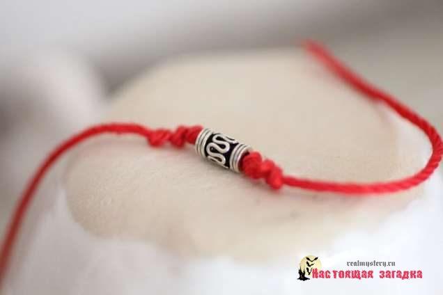 Ношение красной нити это такая мода или магические проявления?
